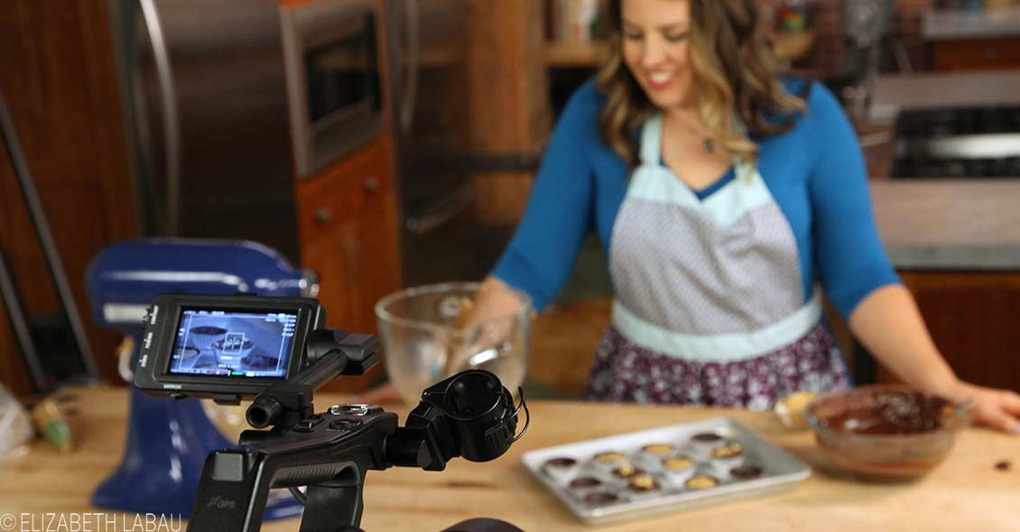 Elizabeth LaBau on set with Craftsy